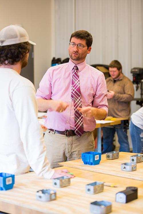 Dr. Justin Killingsworth instructs a student