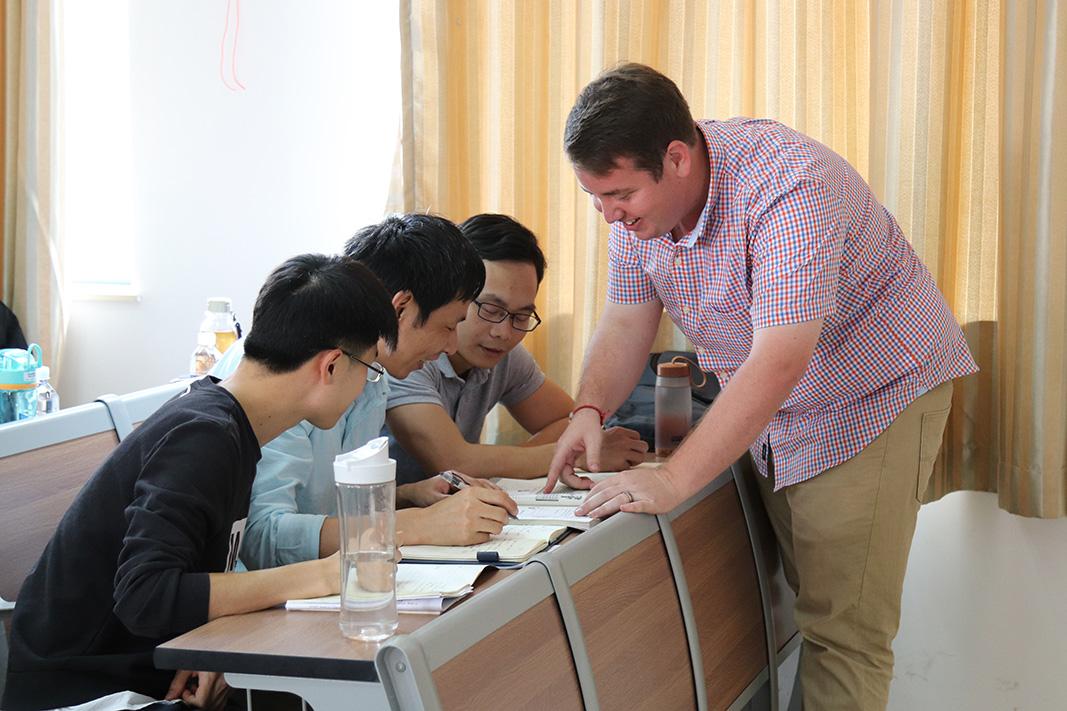 Matt Parker addresses a group of English language learners at Hubei University of Nationalities in Enshi, Hubei, China